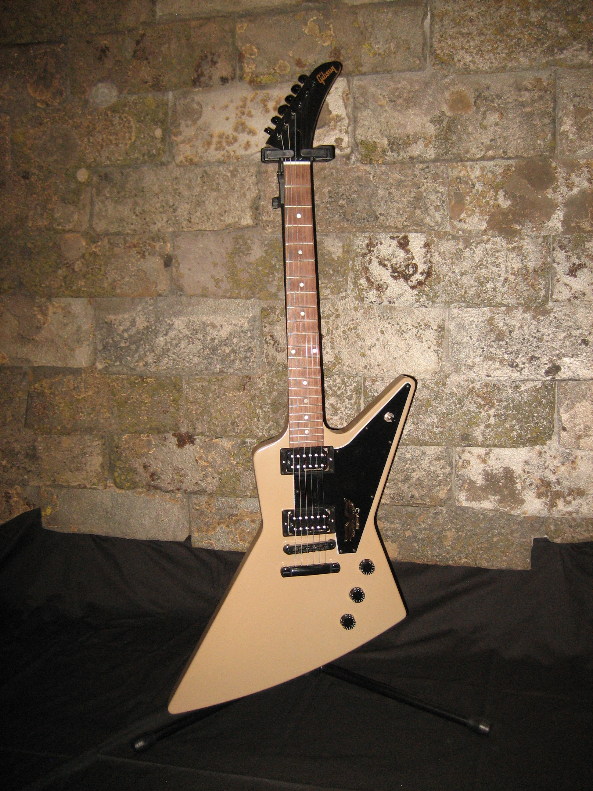 20141112 - Gibson Explorer Government Series II Tan 2013 (4).JPG