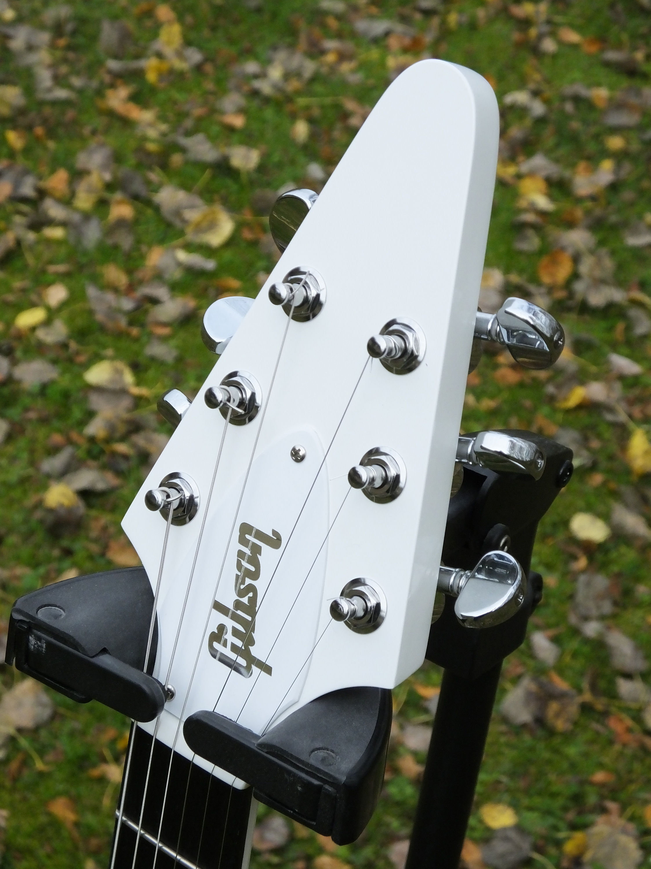 Gibson Flying-V Government Series II White 2013 (37).JPG