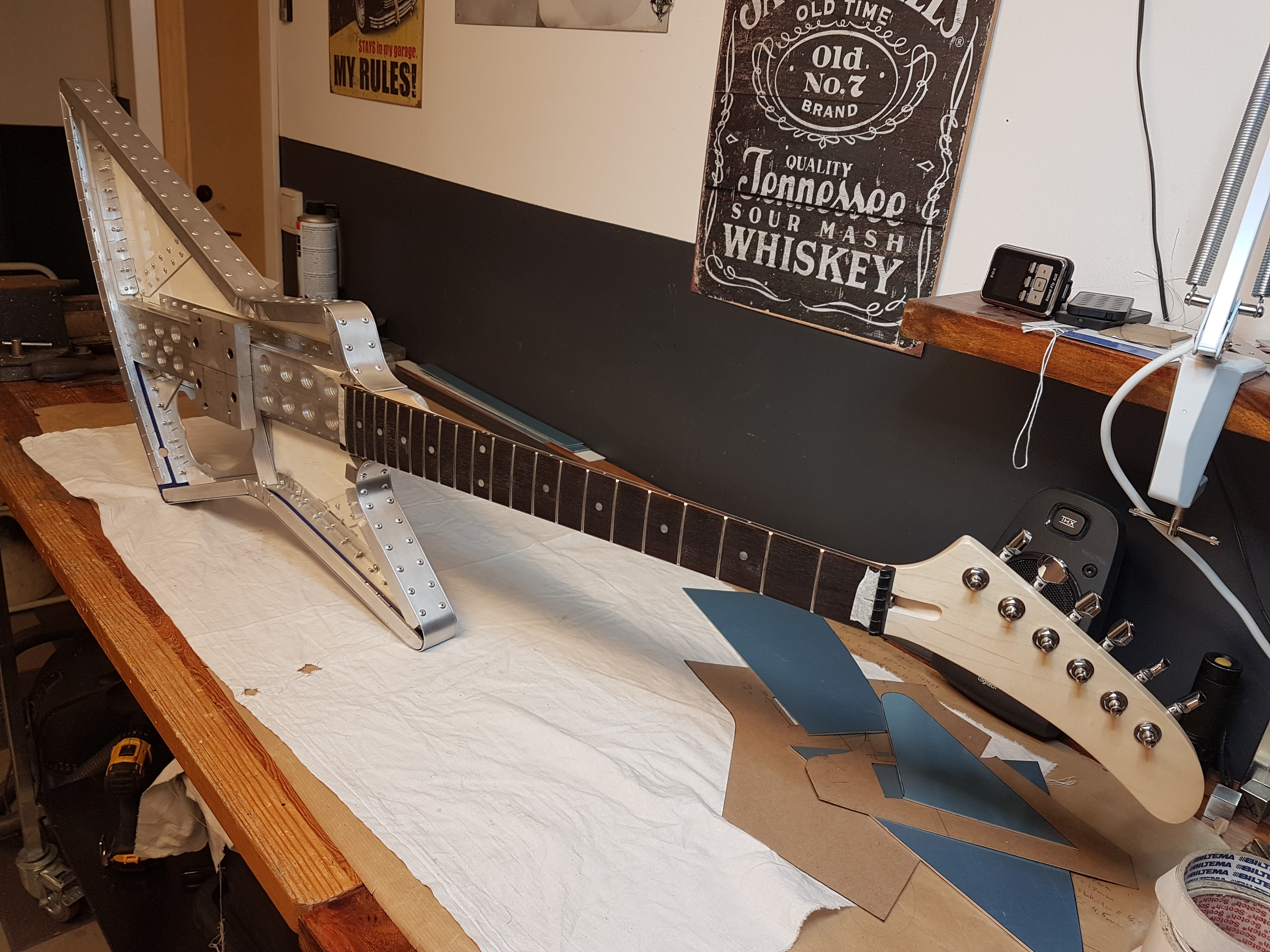 Explorer guitar in aluminium 001.jpg