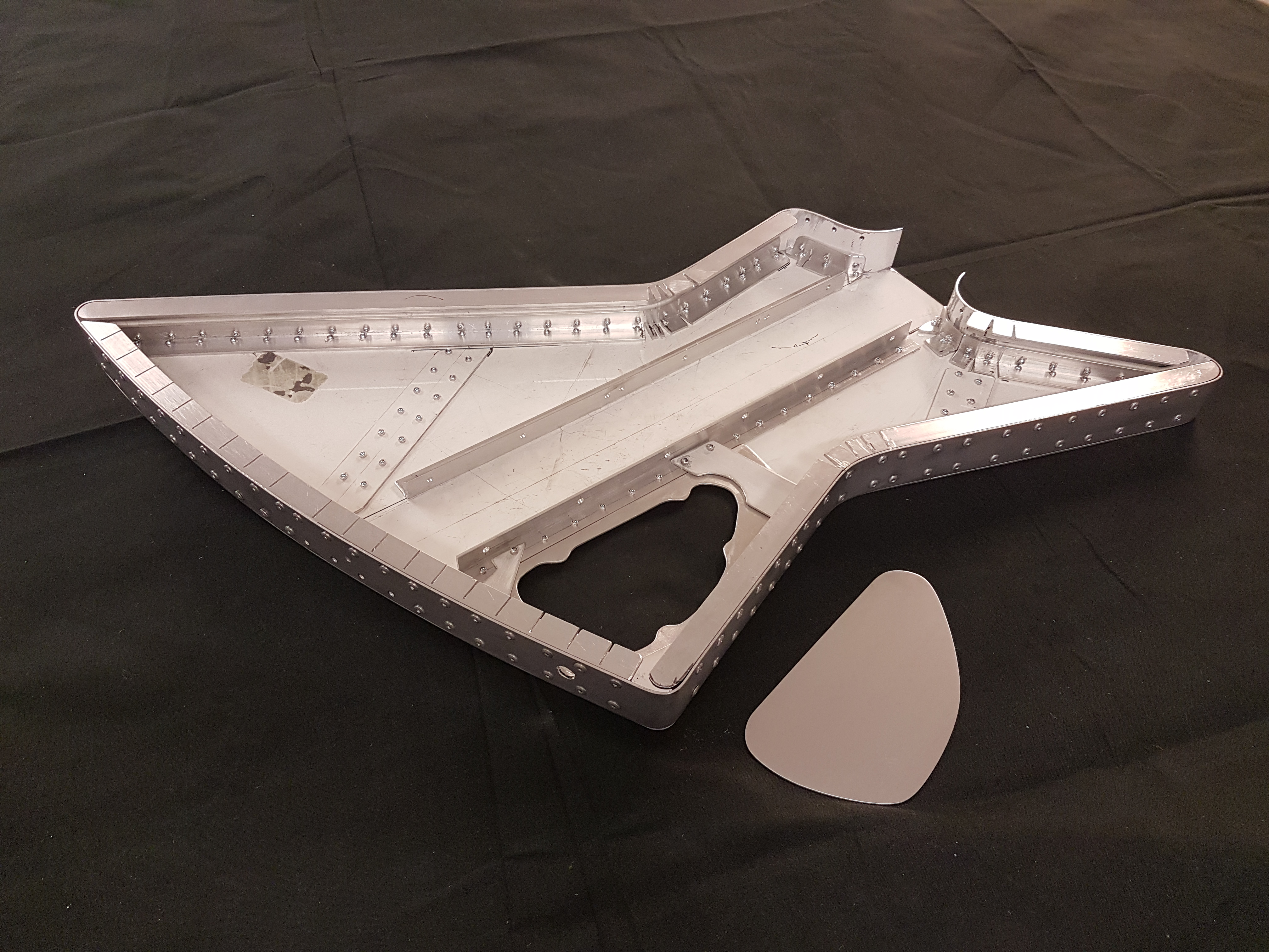 Explorer guitar in aluminium 003.jpg